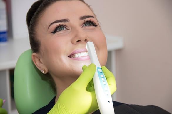 Відбілювання та чистка зубів Луцьк